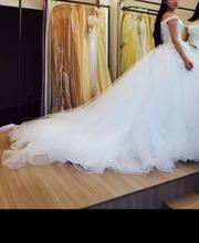 Продам шикарное платье со шлейфом от Ivory